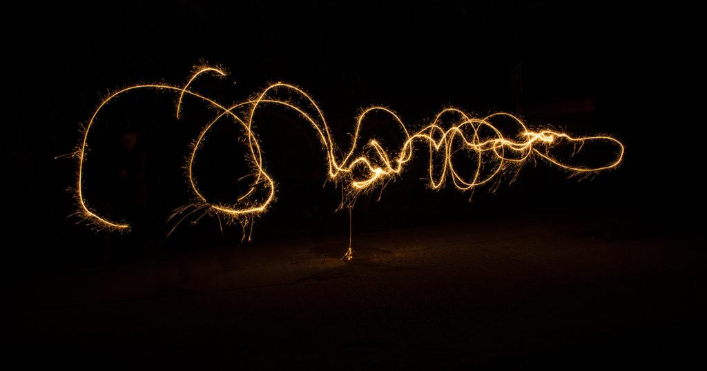 erstes Ausprobieren ist beim Lightpainting hilfreich, bevor man zum richtigen Motiv übergeht. So sitzen die Bewegungsabläufe später perfekt